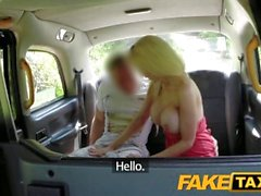FakeTaxi Sıcak sarışın yeni cabbie'yi sikiyor