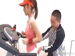 Teen asien får tillgångar retas i gymmet