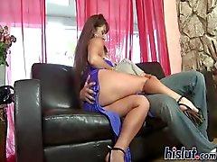 Anita есть большая грудь