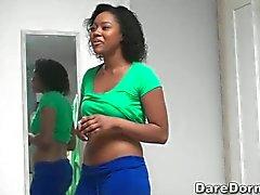 schwarz college girl Blinken ihre Titten
