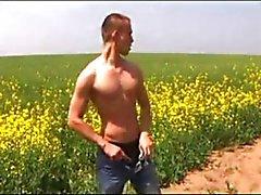 Sex utomhus ( 2 scener )