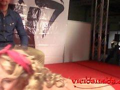 Caroline de Jaie striptease e masturbação na FEDA 2015