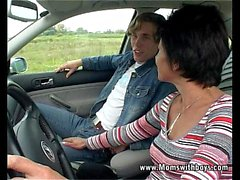 Auton Troubled Granny saa apua ja nai