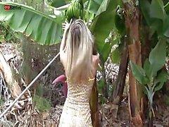 De Chanel se divierten en la La granja de bananas