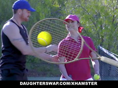 DaughterSwap - Geile Tennis Mädchen reiten Stepdads Cock