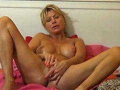 Blonde MILF Girl Webcam Present Free Mature Adult