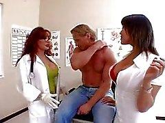 Ava en Vanessa zijn sexy artsen