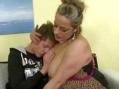 Непослушный зрелый маме чертовски не ее сыном