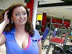 Enorm Juggs Sirale fjant knullad gymmet