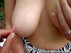 Волосатость рыжеволосой жену buttfucked в лес