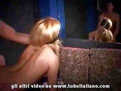 Amatoriali italiana in una crespe per swingers Club.