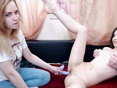 Verführerische lesbische Mädchen lecken und toying