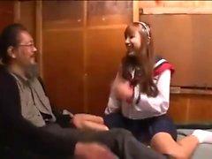 Junge Asuka Hoshino genießt Sex in der Schuluniform