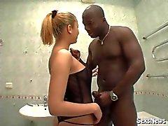 Foxy banyoda siyah adam becerdin