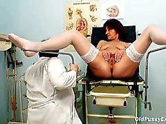 Haarige Pussy Oma Besuche perverse Frau Doktor