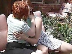 lesbianas melenudo lindos se lamen el exterior
