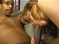 Busty esmer bir arkadaşı ile onun büyük siyah horoz ve hisse seviyor