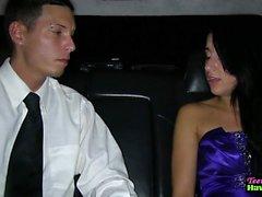 Prom для подростков трахал во лимузине