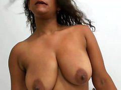 Chattwebbplatser för Hot Tattooed MILF Big Boobs Webcam Show