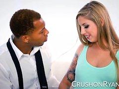 CrushGirls - Ryan pyytää anteeksi imemällä hänen ison mustan kukkansa