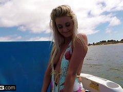 Teen Victoria Steffanie ratsastaa dick julkisen veneen vuokra