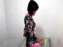 Des couches de gag sur borne fille chinoise