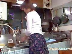 Mütter Wichs Fingersatz sich in der Küche
