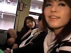 Houkuttelevat japanilaiset tytöt imee ja simuloivat kovaa kukkoa o