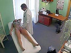 Superbe de danseur de Polonais baisée par médecin fausse un hôpital