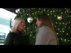 PublicAgent Bianca Und Simone ficken zwei große Schwänze für das neue Jahr