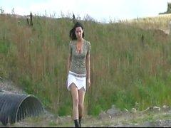 As meninas que fazer xixi ao ar livre