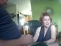 Redhead dà il pompino alla webcam