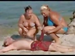 Man with a giant Cock on the Beach makes Women speechless