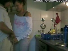 Esposa Cheating tesão fode amante na cozinha e cum Andorinha