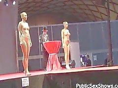 Kuuma tyttöjen aiheuttaa alasti at nauhat osoittavat
