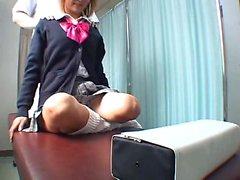 Asian Mädchen, das eine Massage Client ficken