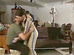 Reizvolle Teen Girl Liebevolles Zwei Dicks in einem 3some