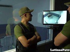 Real latina doggystyled por patrulla fronteriza de los EE. UU.