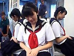 Teenager Kazuha Mizumori liebt es Wichsen in der Schule