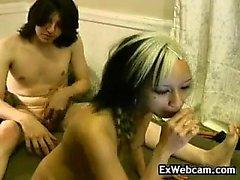 Roped Ebenholz Slavegirl in schwarzem BDSM und gepeitscht