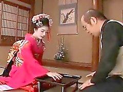 Kaunis japanilainen girl asettaa hänen ihana suun kykyjään En
