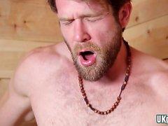 Grosse bite gay sexe oral et éjaculation