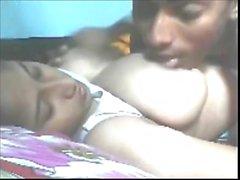 La franja de Bangladesh tetas enormes follada chica y disfrutado por el primo