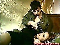 Horny Воин Бандаж нею и ее трахает задницу