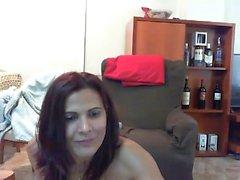 Borracho sexy ruiva amador brincando sua buceta na web cam