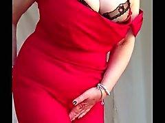 Granny atractivo tits grandes , afeitado coño desnudándose alineada roja de 2