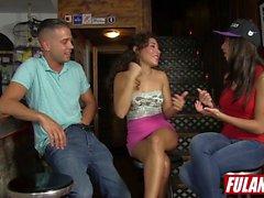 Frida Sante y Melody Zierlich Un trio en el bar