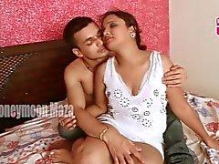 Garam Bhabhi romanssista pizza toimitus poika