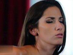 Brünette Pornostar Sex mit Cumshot