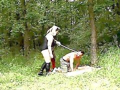 Горячего BBWs Йитка с Даной во Женское действии в лесу
